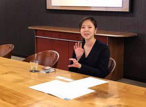 インタビューを受ける李 妍暻さん(2)